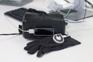 virtual-reality-glove-haptic-surgery