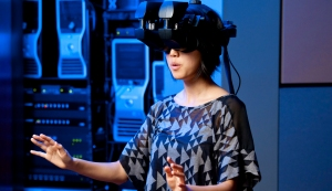 Sophomore Tina Roh experiences the virtual world that she helps